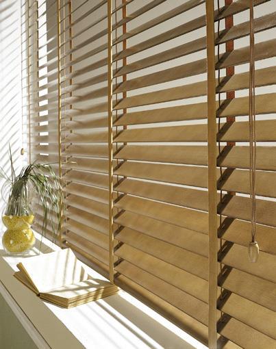 store v nitien bois store en bois lames pour petites et grandes ouvertures. Black Bedroom Furniture Sets. Home Design Ideas